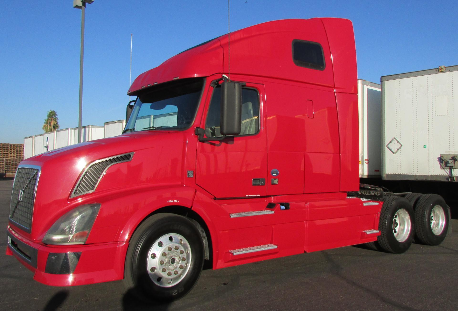 USED 2011 VOLVO 670 DAYCAB TRUCK #112971