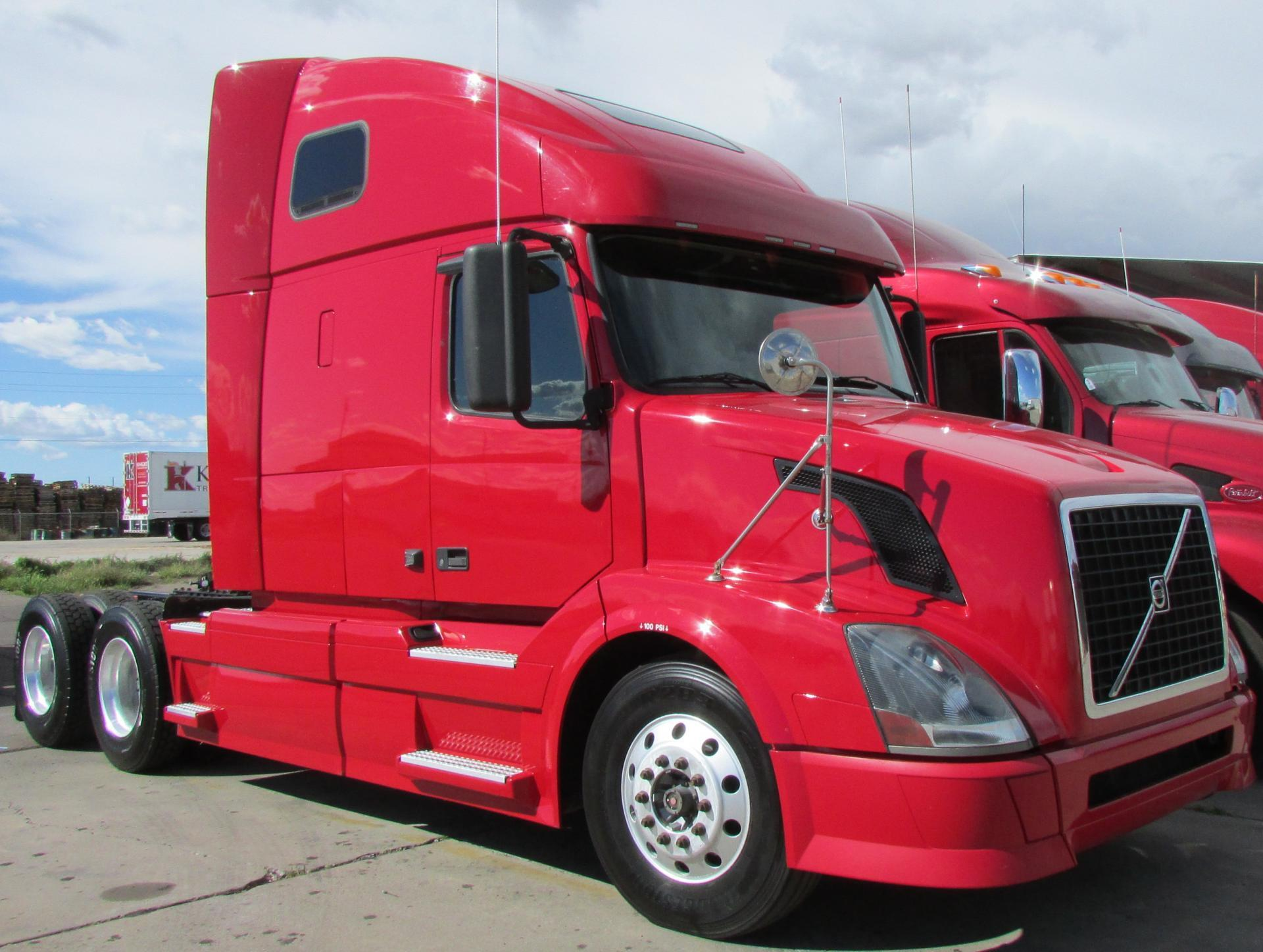 Used 2011 Volvo 670 for sale-59087132
