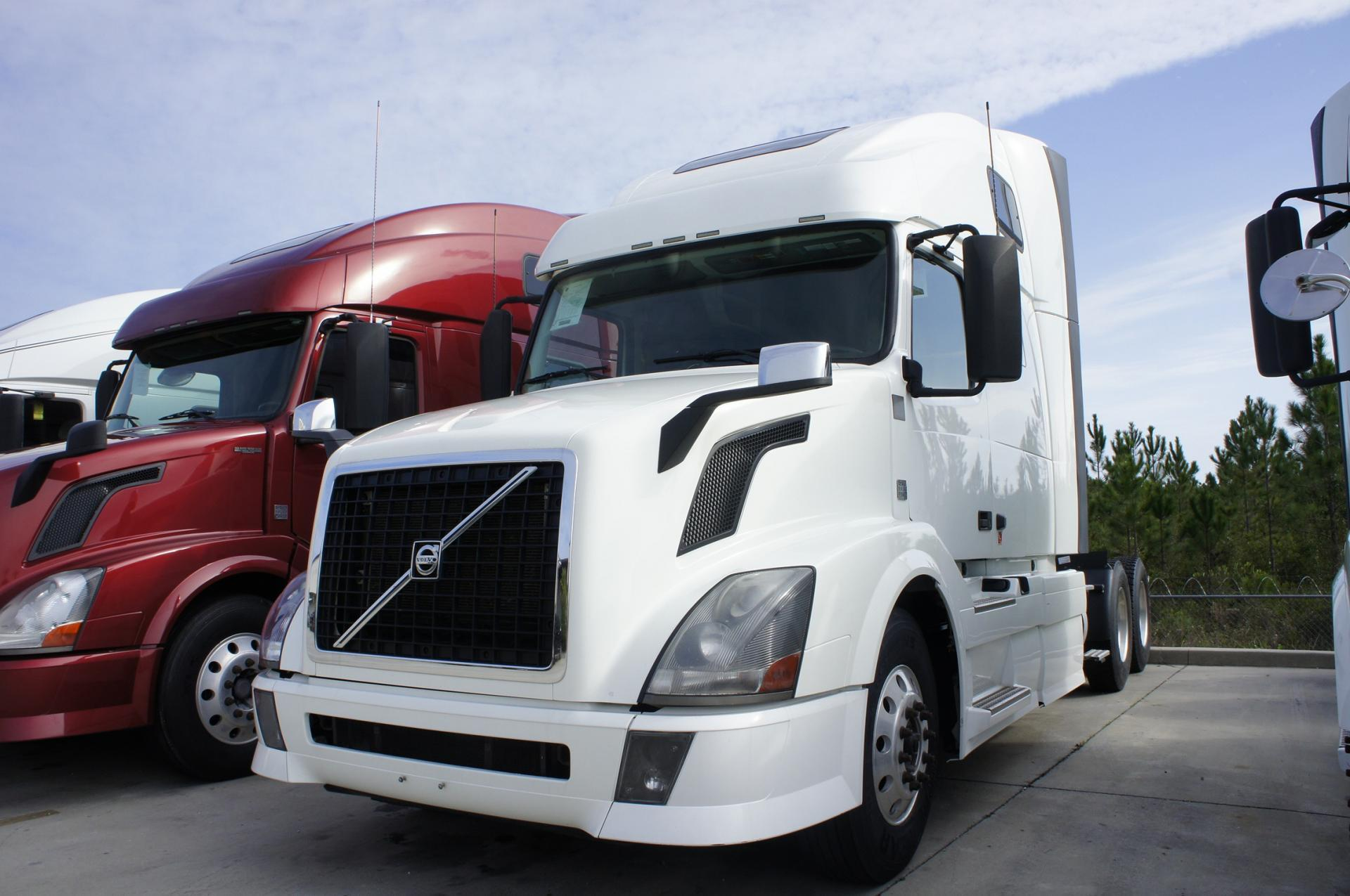 Used 2012 Volvo 670 for sale-59023095