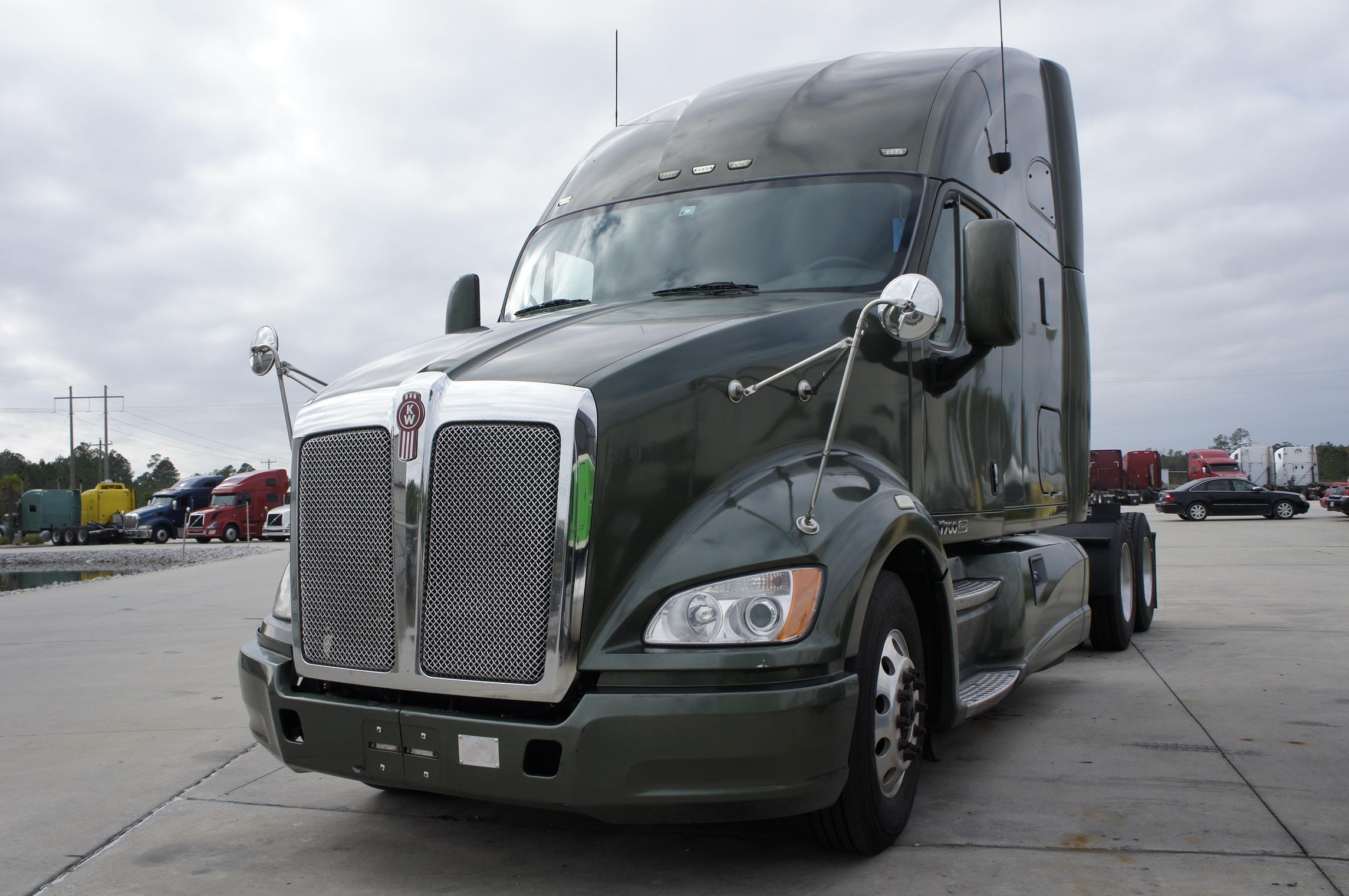 USED 2012 KENWORTH T700 SLEEPER TRUCK #44960