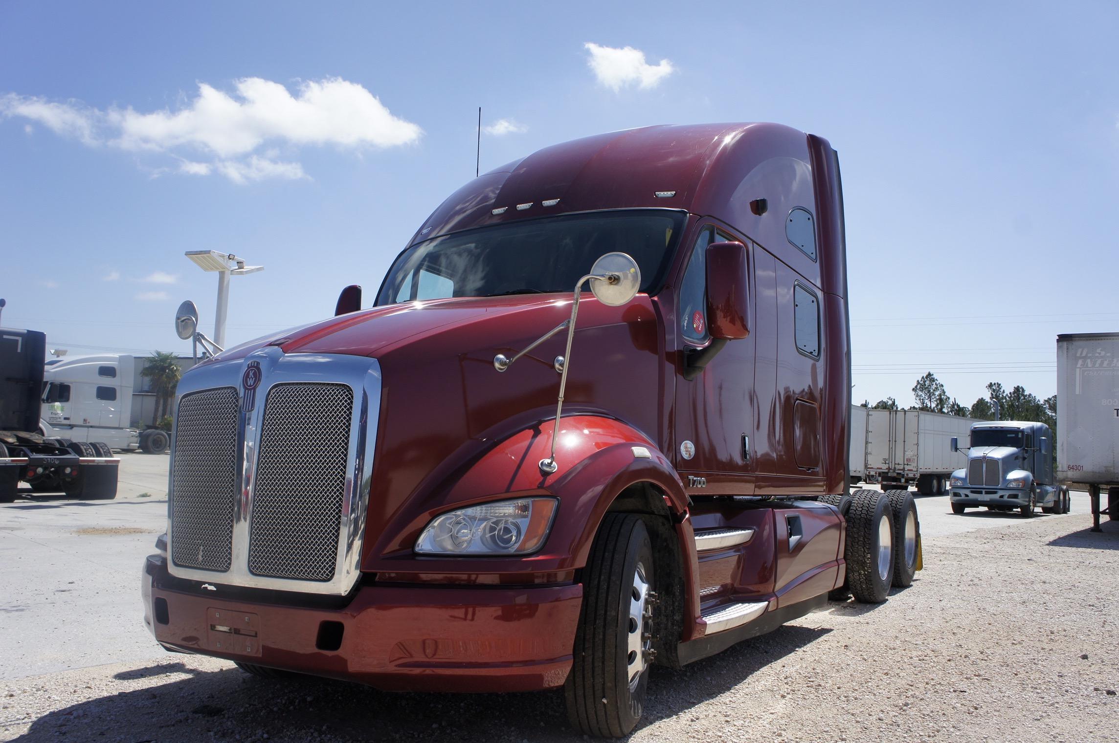 USED 2012 KENWORTH T700 SLEEPER TRUCK #99351