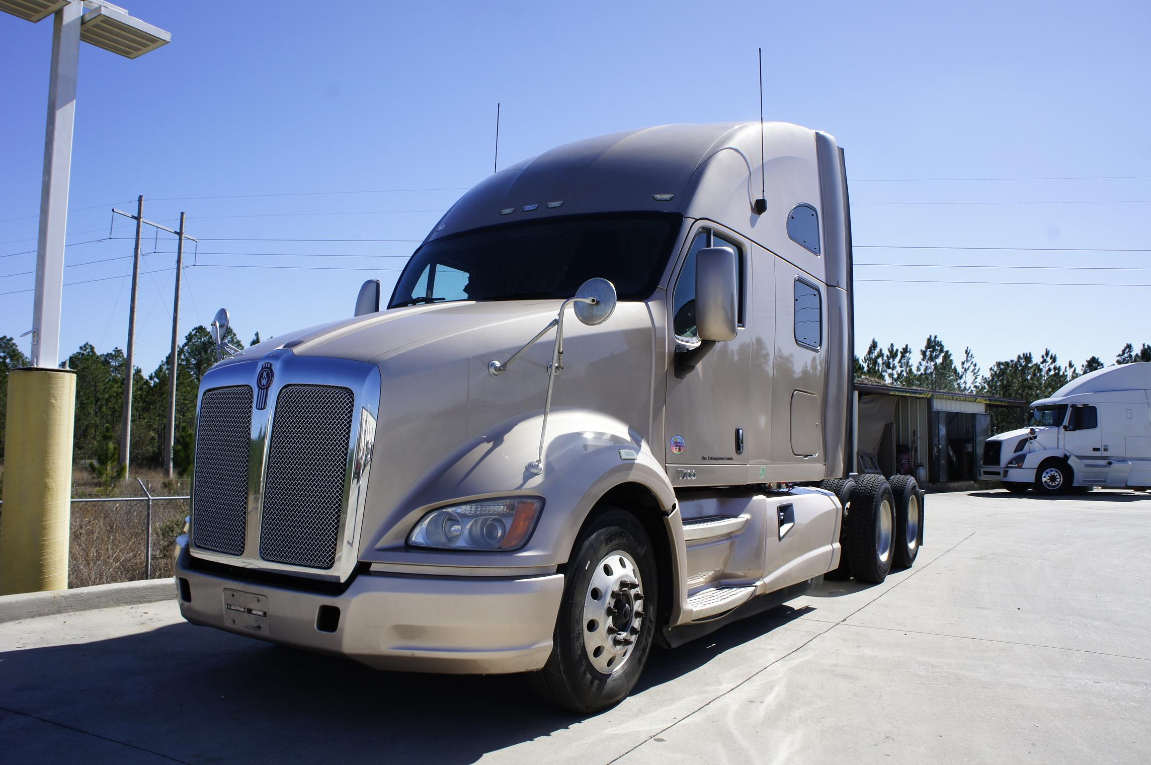 Used 2012 Kenworth T700 for sale-59023101