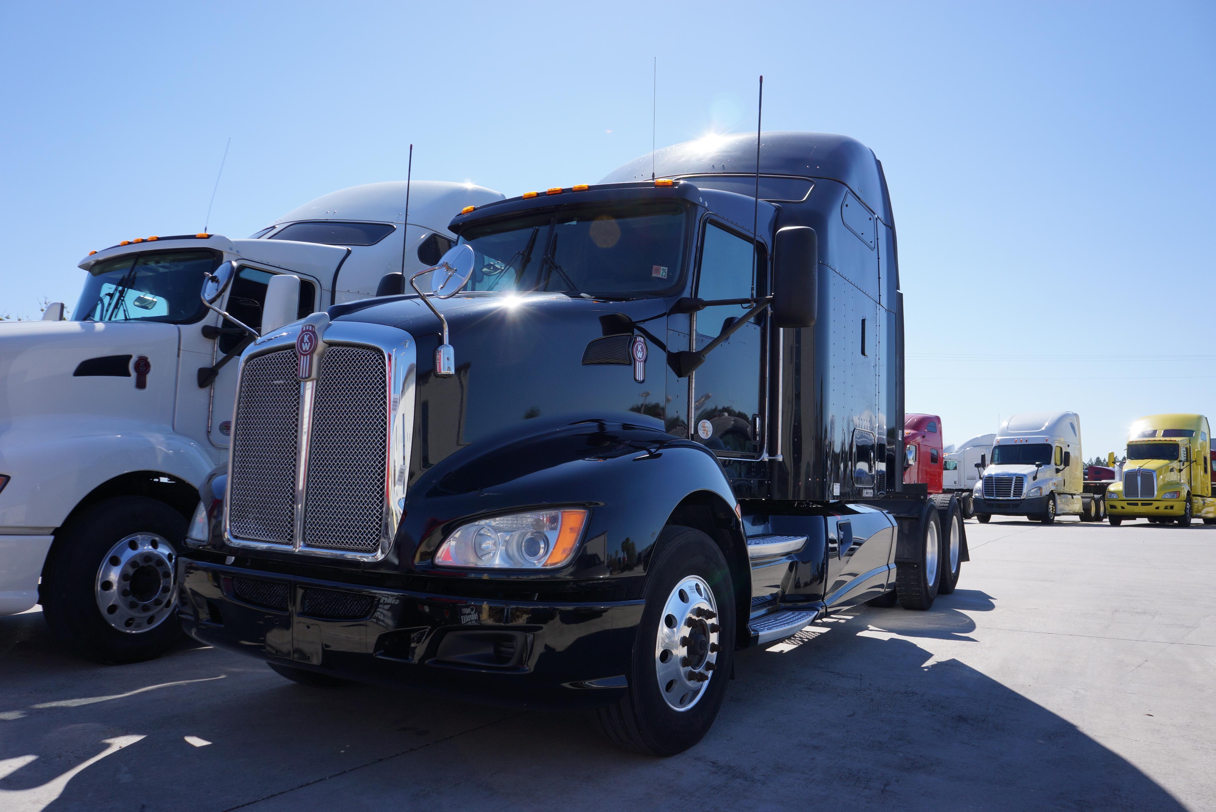 USED 2012 KENWORTH T660 SLEEPER TRUCK #113498