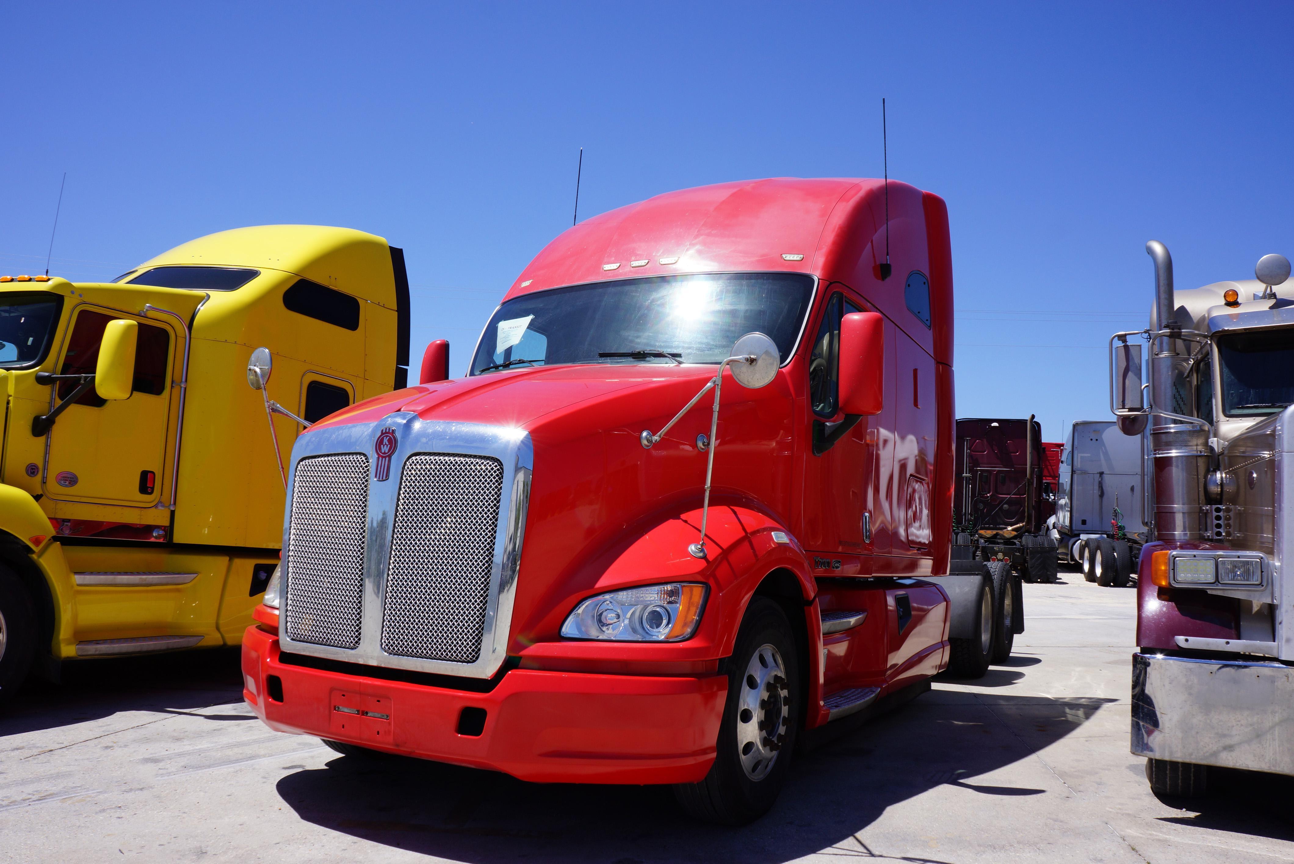 USED 2012 KENWORTH T700 SLEEPER TRUCK #99346