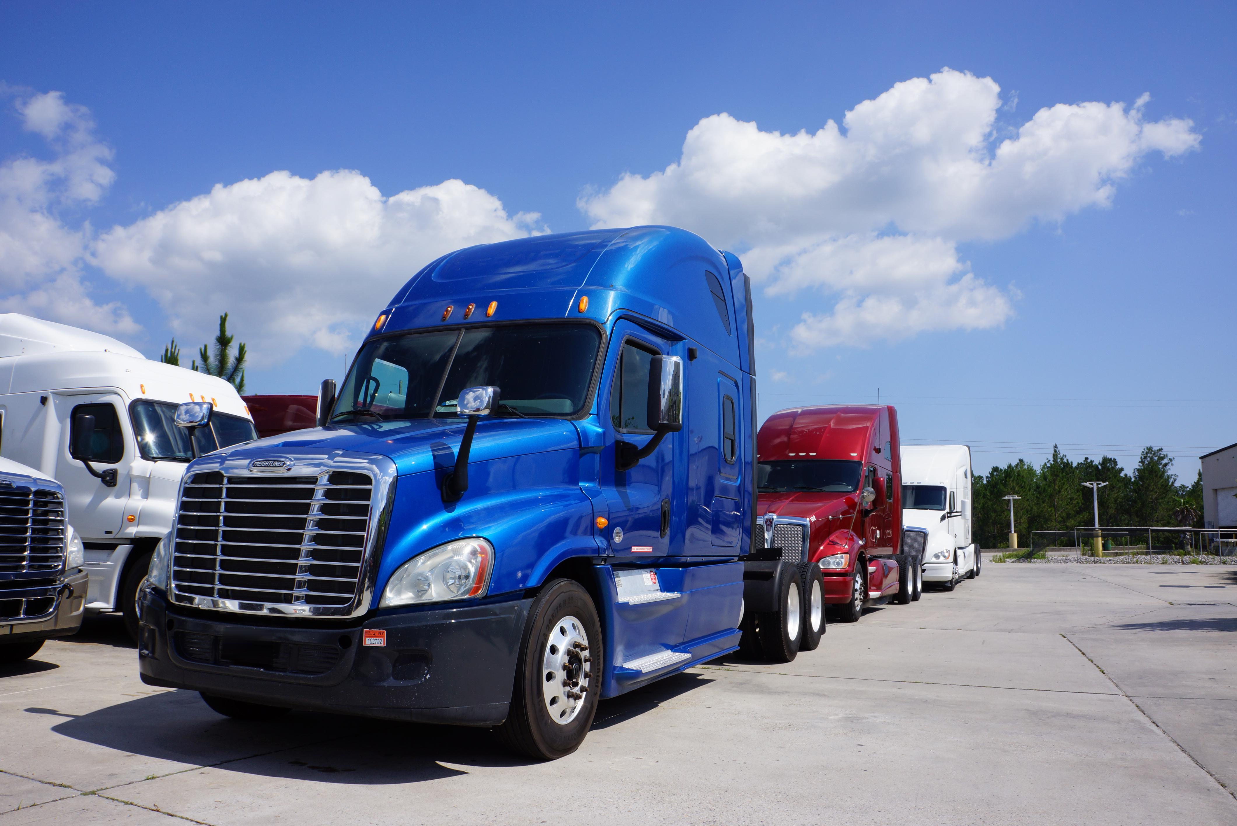 USED 2013 FREIGHTLINER CASCADIA SLEEPER TRUCK #123604