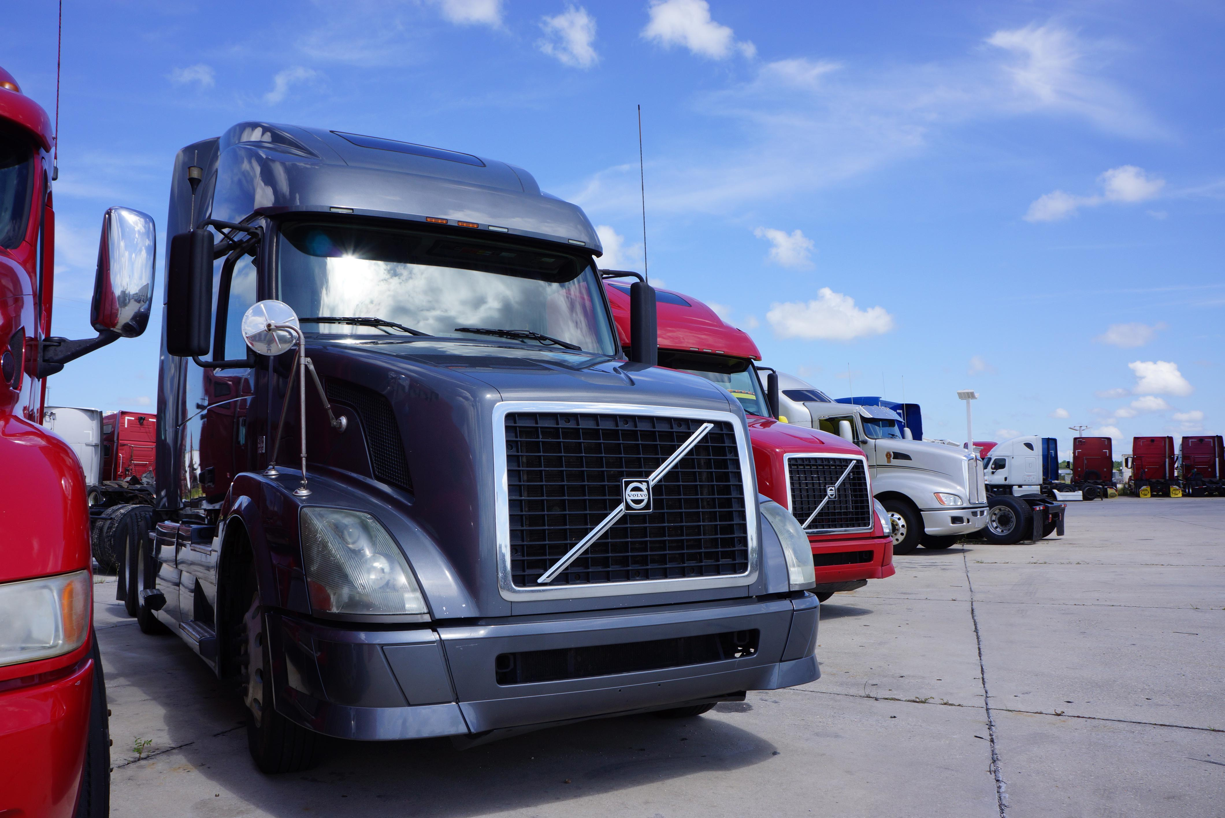 Used 2011 Volvo 670 for sale-59110316