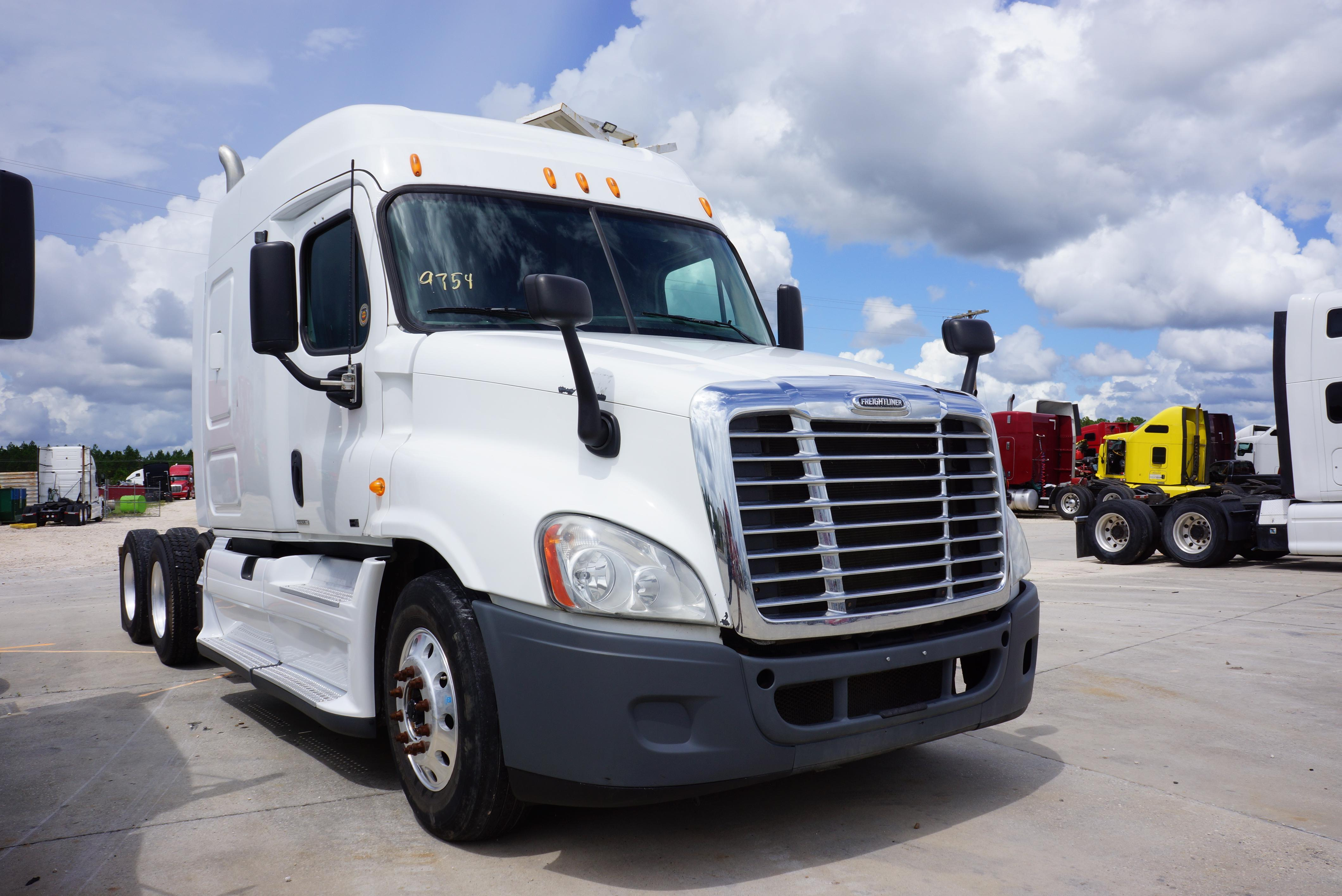 USED 2011 FREIGHTLINER CASCADIA SLEEPER TRUCK #86927