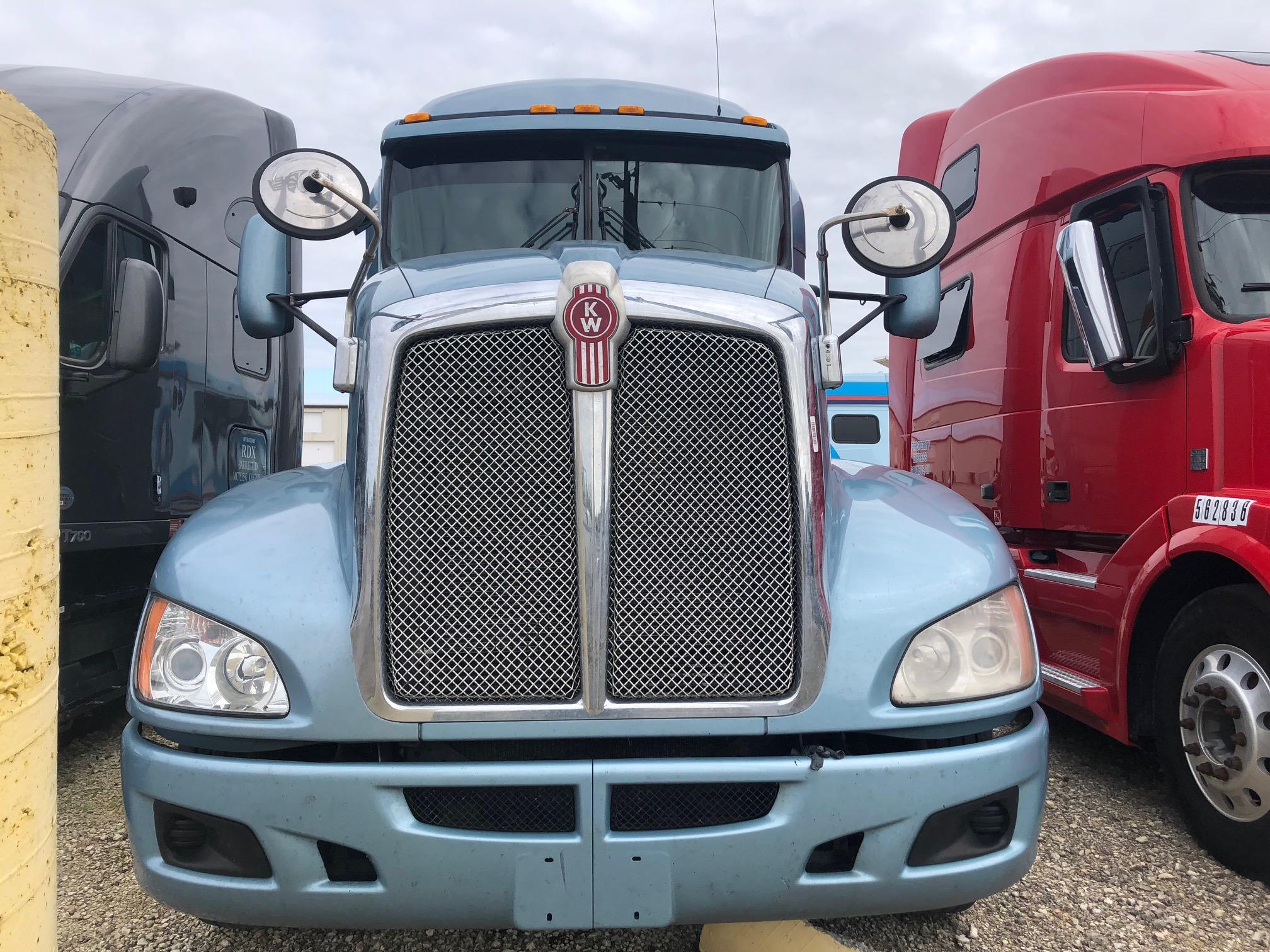 USED 2012 KENWORTH T660 SLEEPER TRUCK #113503