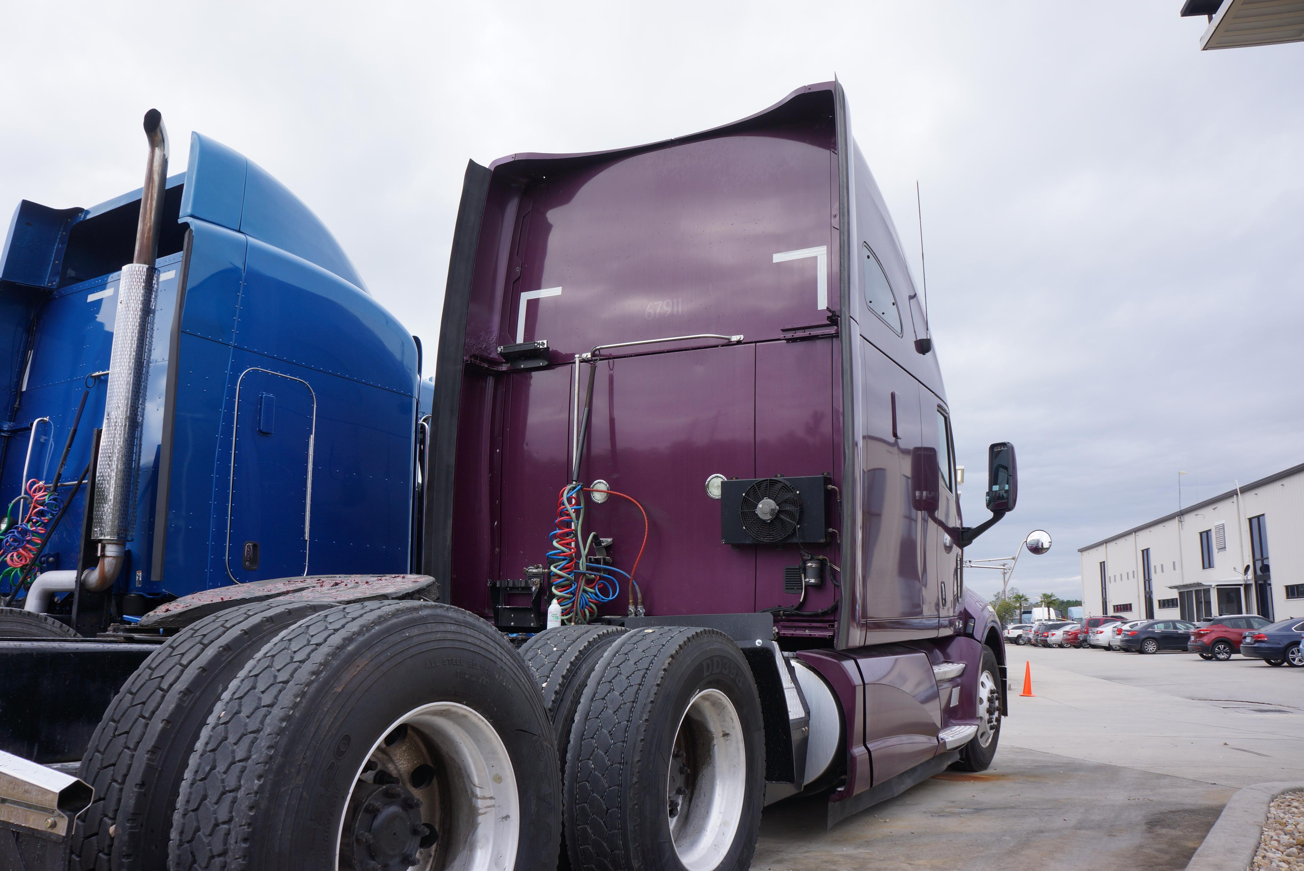 USED 2012 KENWORTH T700 SLEEPER TRUCK #136424