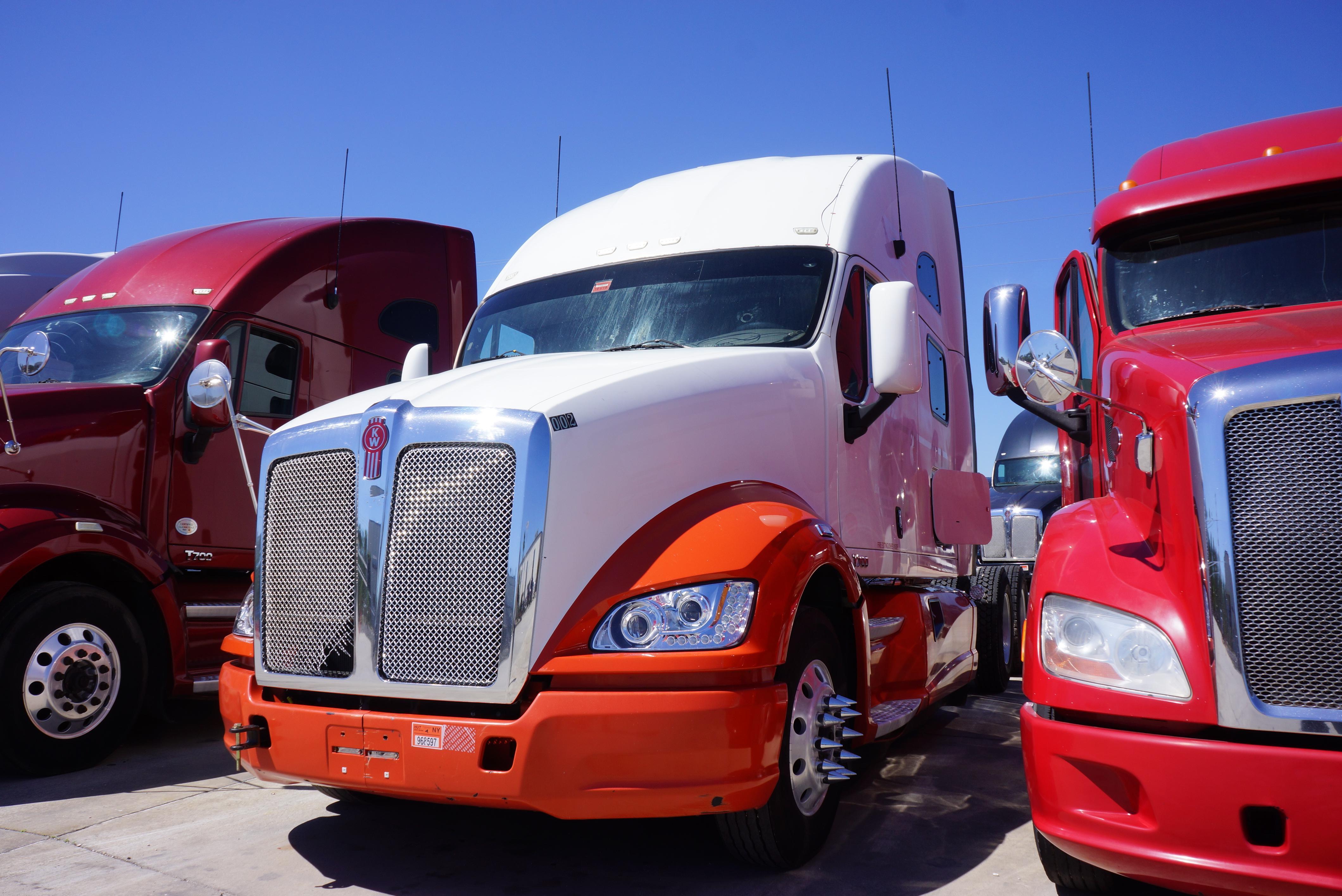 USED 2012 KENWORTH T700 SLEEPER TRUCK #143317