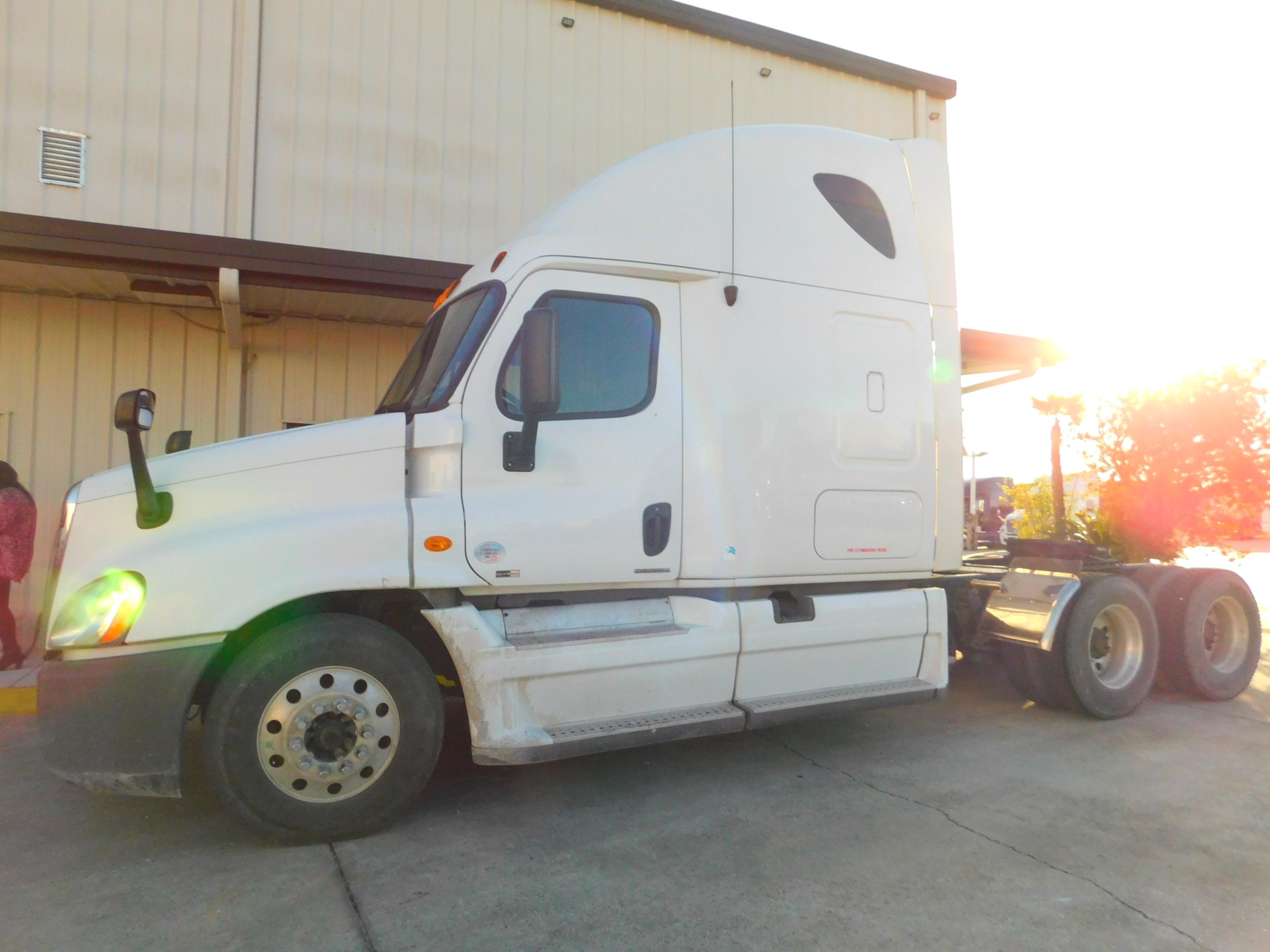USED 2012 FREIGHTLINER CASCADIA SLEEPER TRUCK #86940