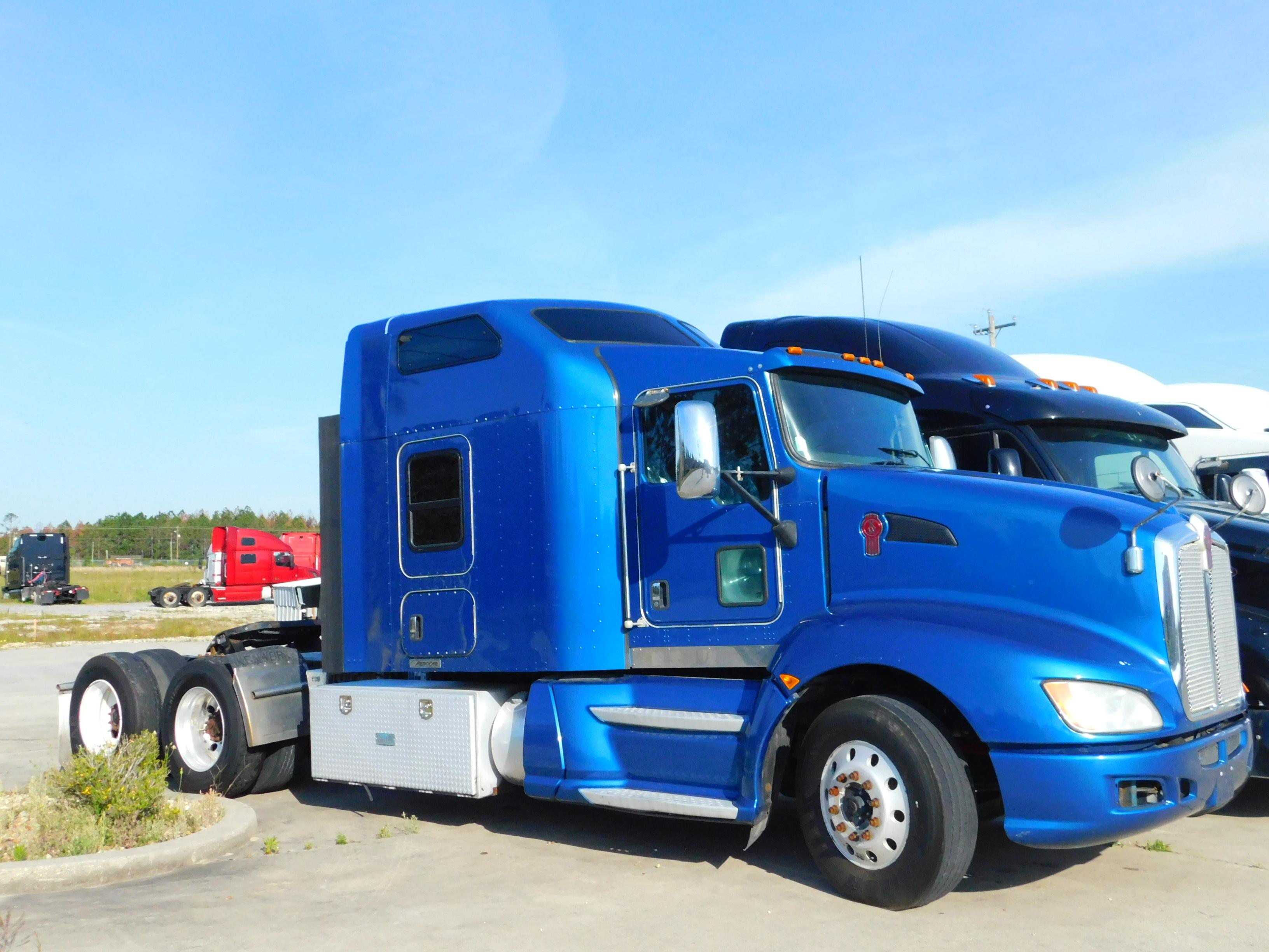 USED 2014 KENWORTH T660 SLEEPER TRUCK #180064