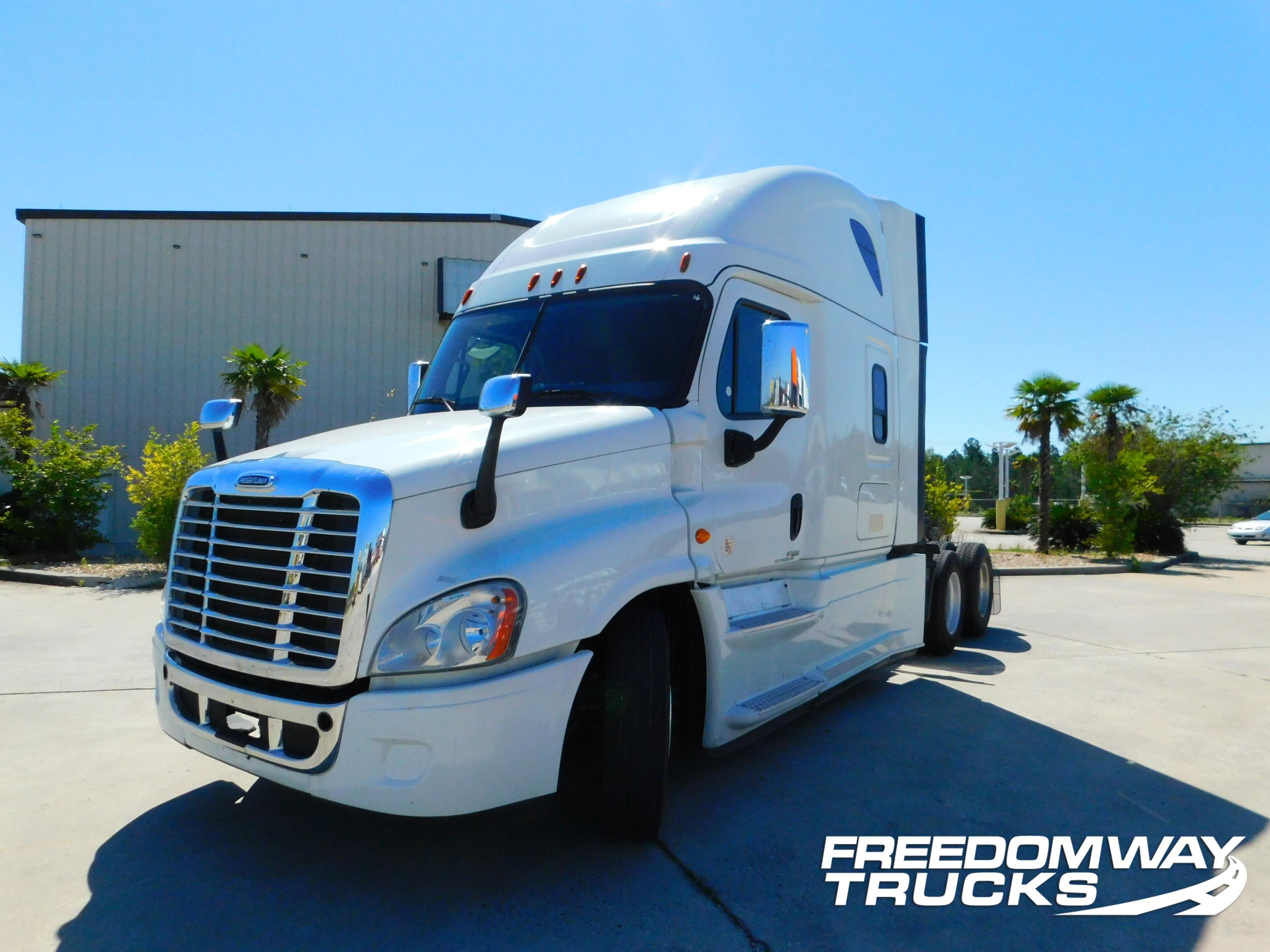 USED 2015 FREIGHTLINER CASCADIA DAYCAB TRUCK #180070
