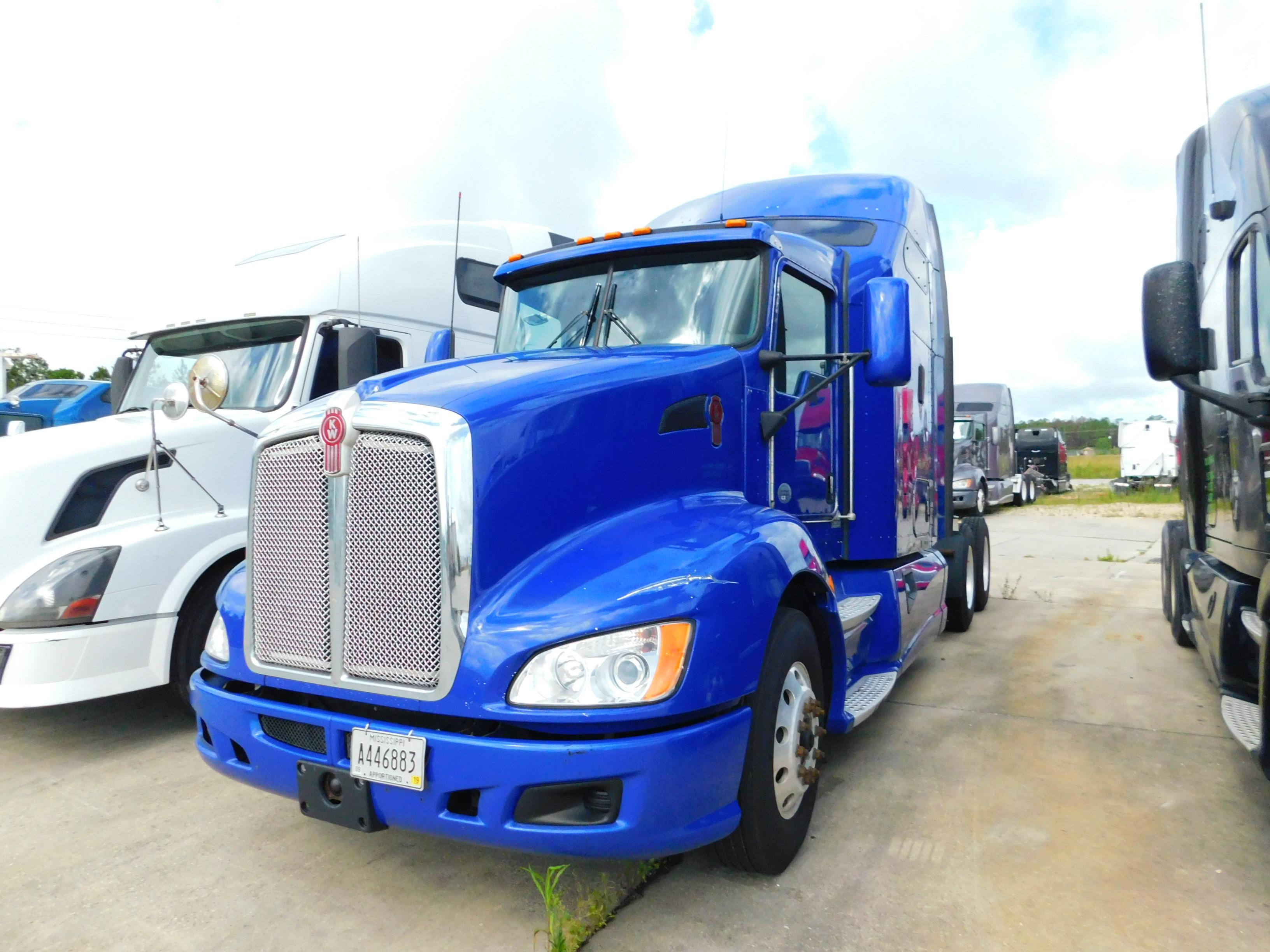 USED 2013 KENWORTH T660 SLEEPER TRUCK #82482